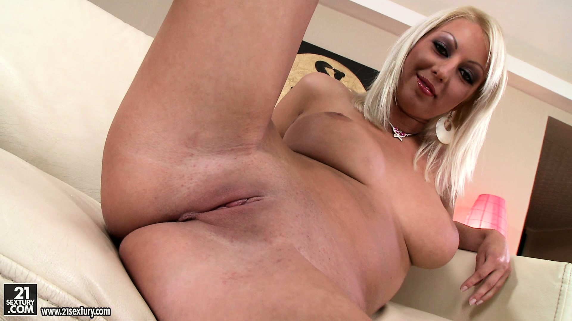 Porno Video of Pamela Is A Dazzling Blonde With Perfect Tits, A Divine Ass And A Tight Snatch
