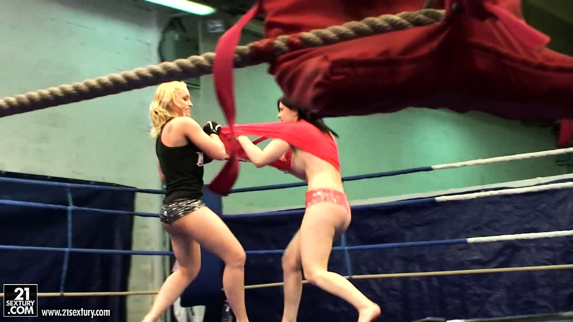 Porno Video of Two Rough Lesbian Bitches Take Each Other Head On In The Ring