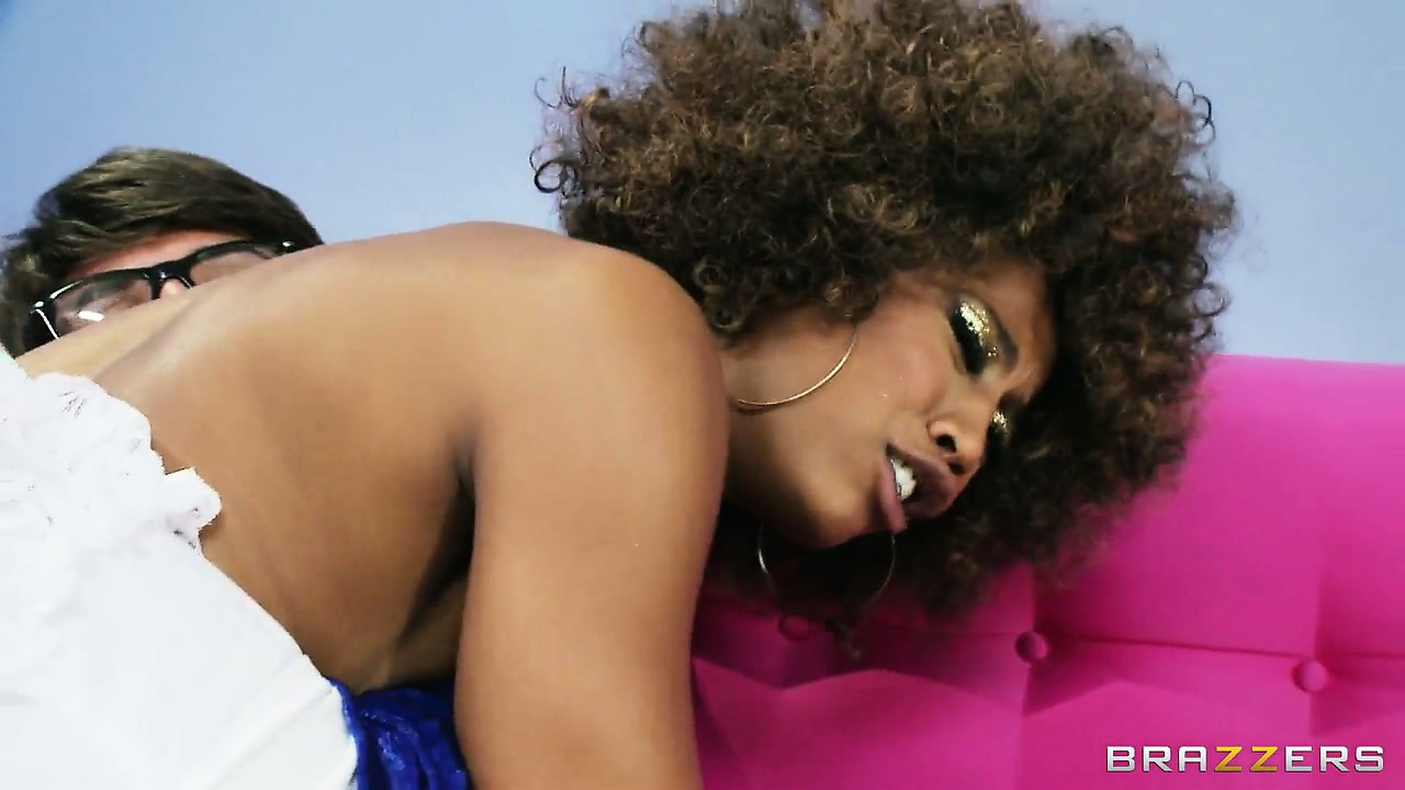 Sex Movie of This Black Diva Rides A Dick In A X Rated Parody Of Austin Powers
