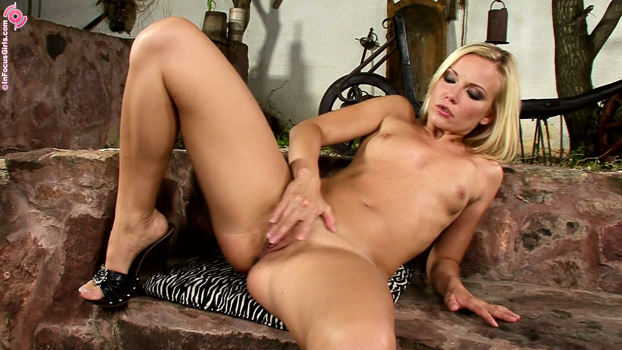 Porno Video of Delightful Klooch With Stunning Body Named Minx Makes Some Soup