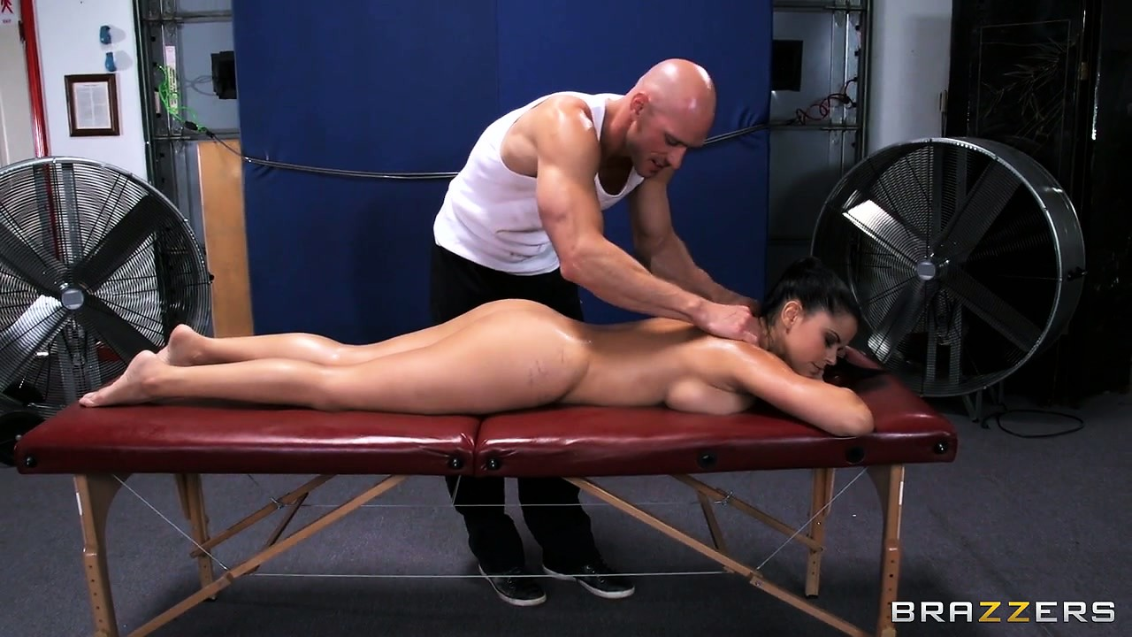 Porno Video of This Masseur Doesn't Waste Time Feeling Up Such A Fine Bimbo