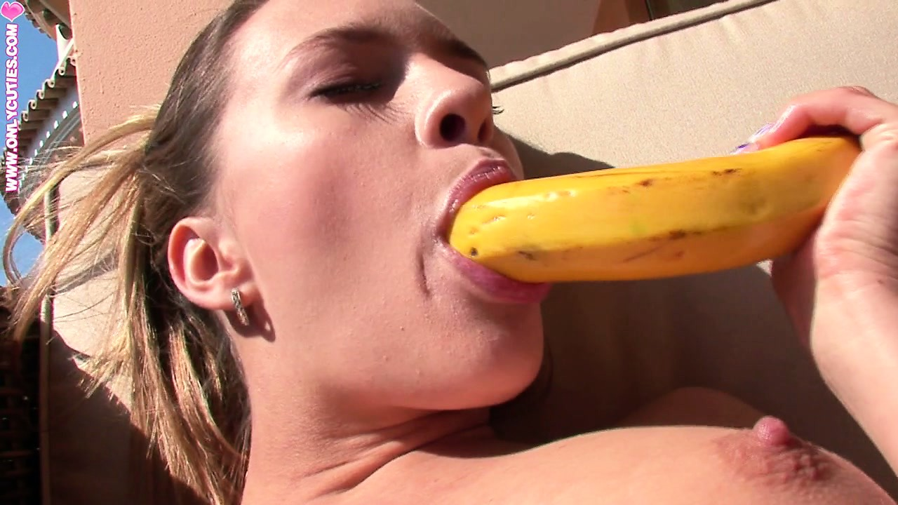 Porno Video of Busty Teen Takes Off Her Sexy Jeans To Fuck Herself With A Banana