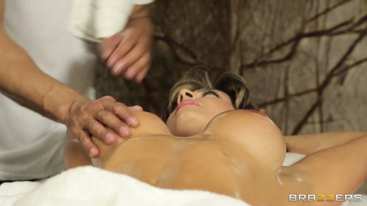 Porn Tube of Awesome Masseuse Gives Her A Hot, Oily Massage On Private Parts