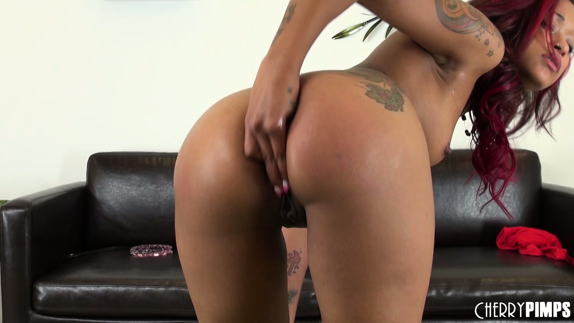 Porno Video of Skin Diamond Fingers Her Tight Ass Hole And Opens Her Fat Booty