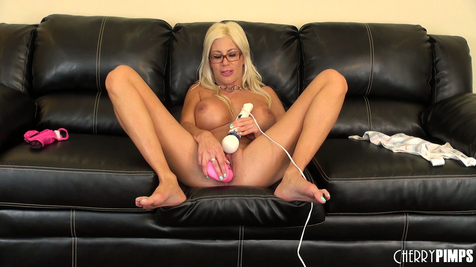Porno Video of Puma Swede Makes Herself Drool As She Deep-throats A Dirty Dildo
