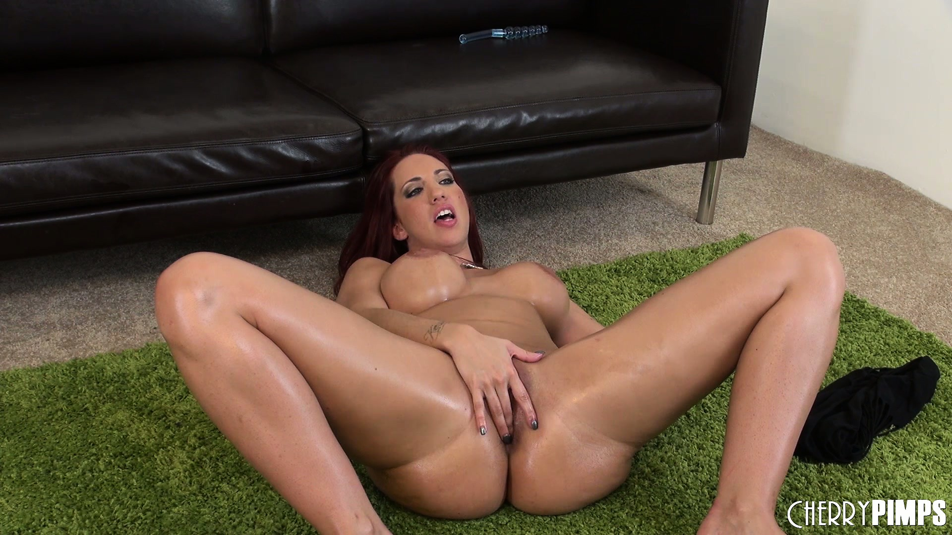 Porno Video of Kelly Spreads Her Hot Body Across The Floor And Gently Plays With Her Juicy Pussy