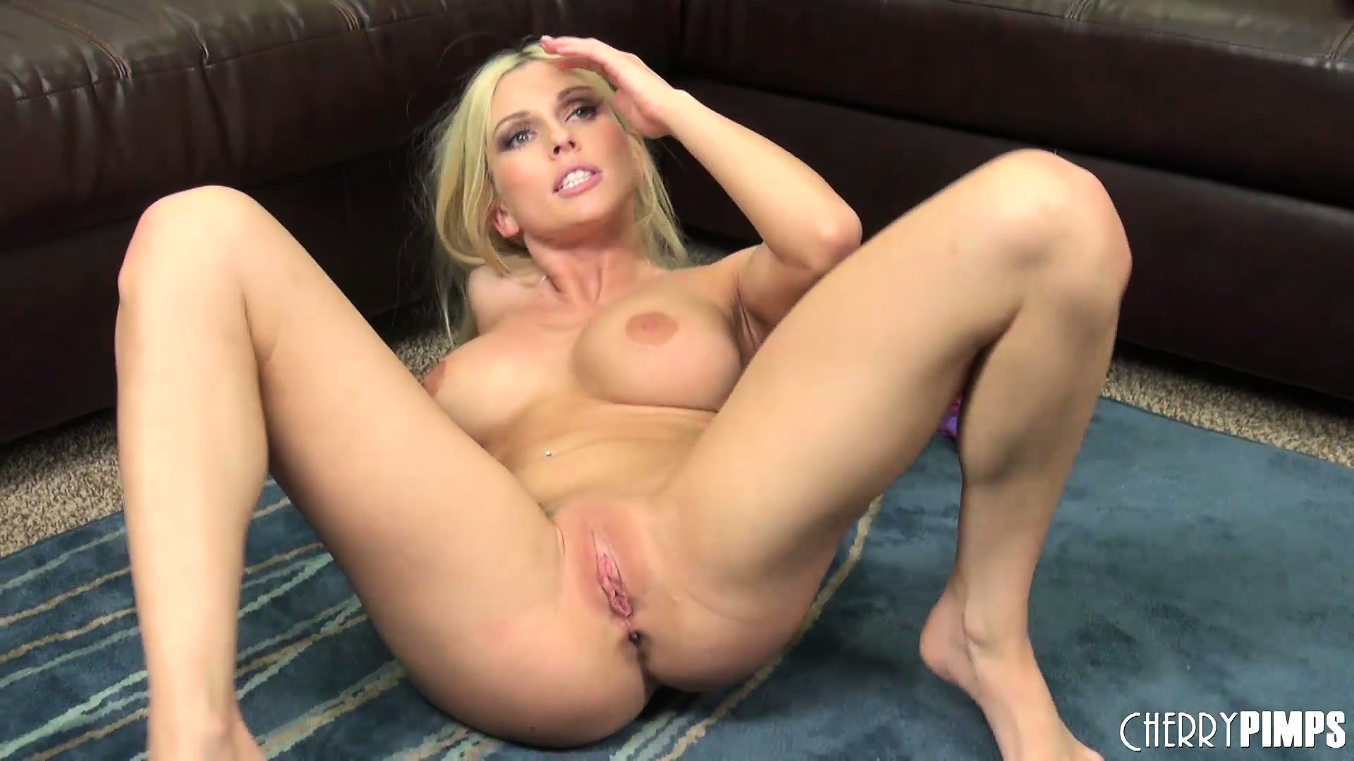 Porno Video of Christie Stevens Toys Her Cunt And And Poses Legs Spread Wide