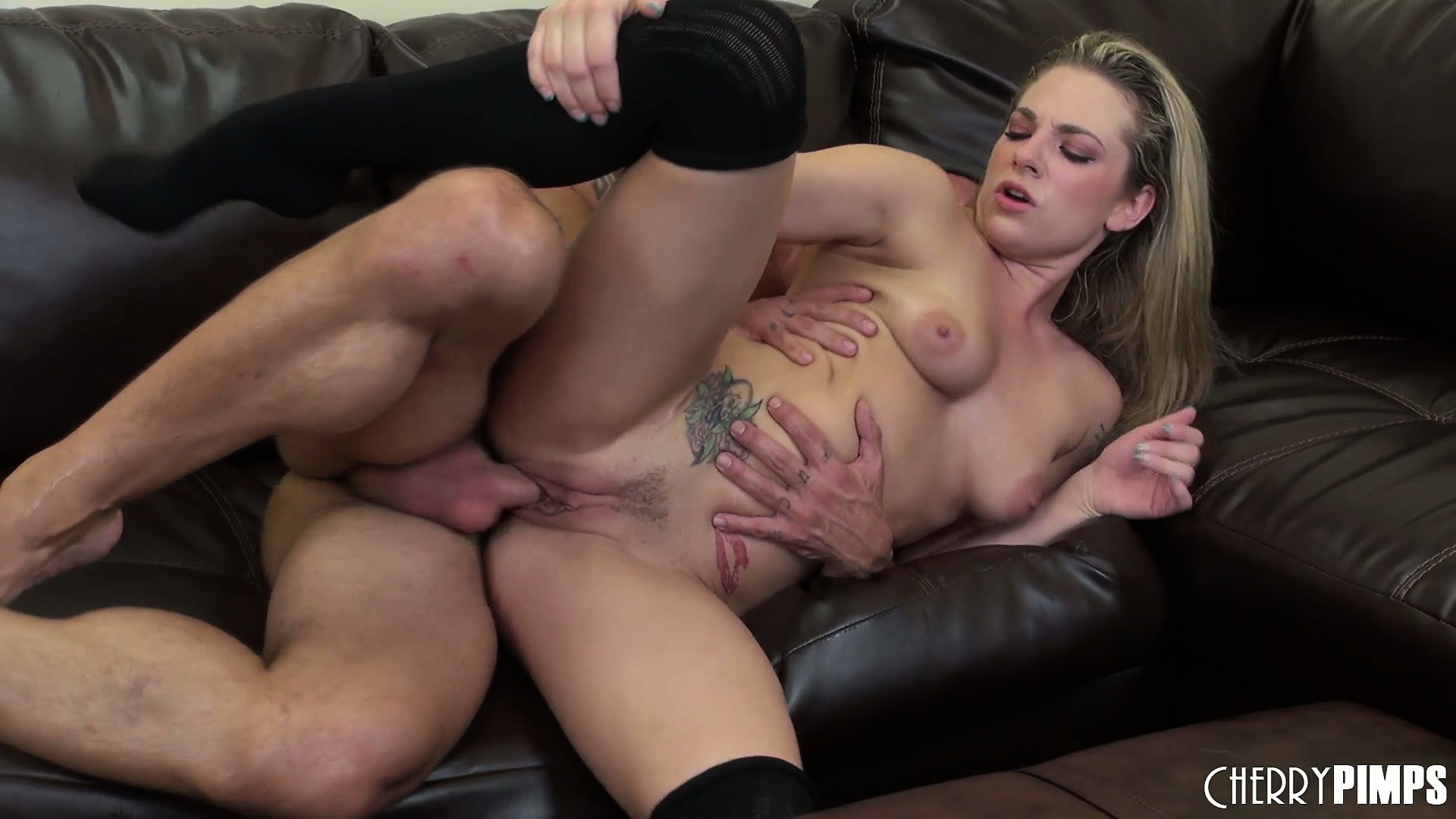 Porno Video of Heroic Member Keeps Pounding Hard On Bailey Blue's Insatiable Beaver