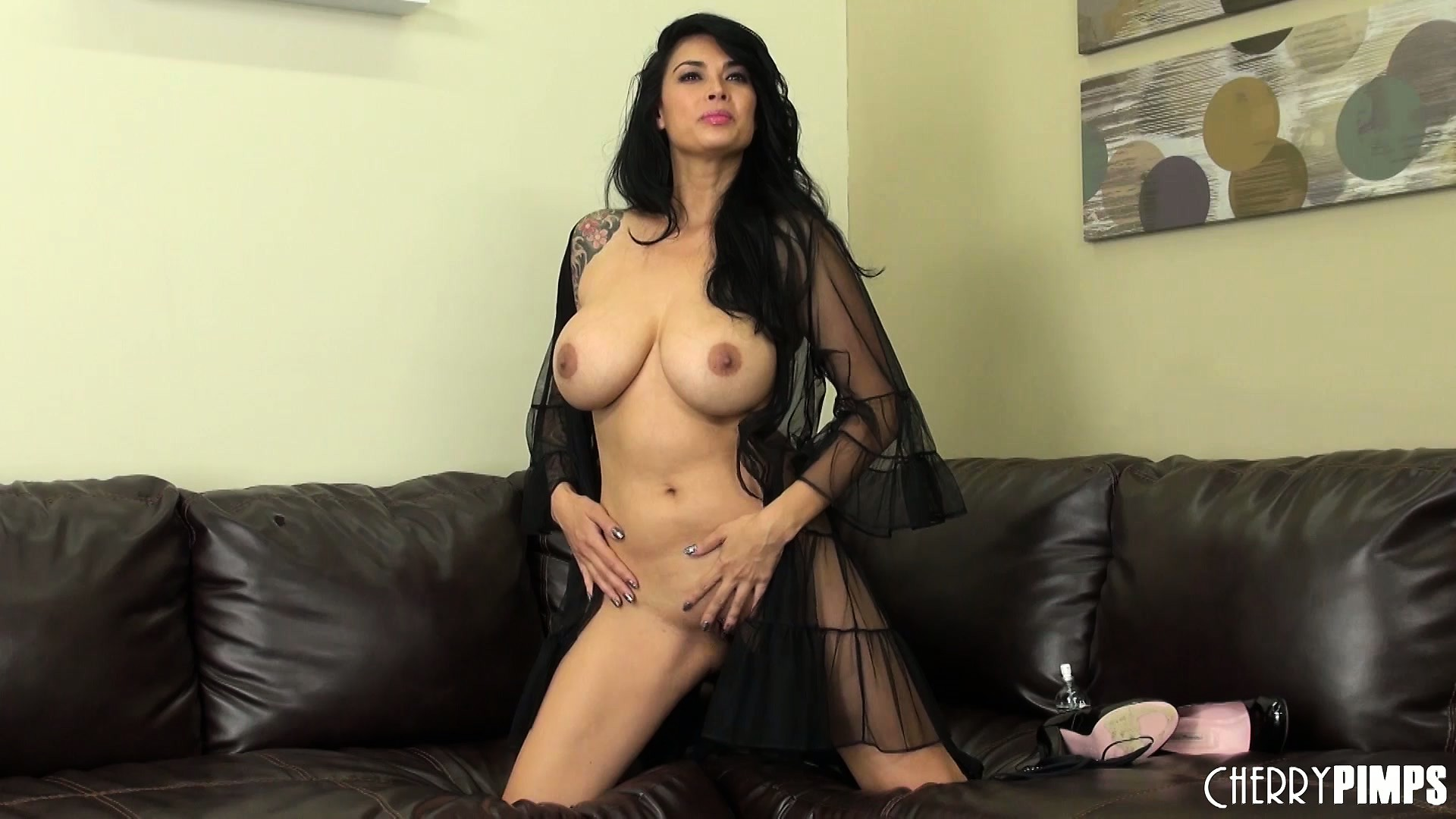 Porno Video of Magnificent Tera Patrick Enjoys Her Own Body And Juicy Beaver