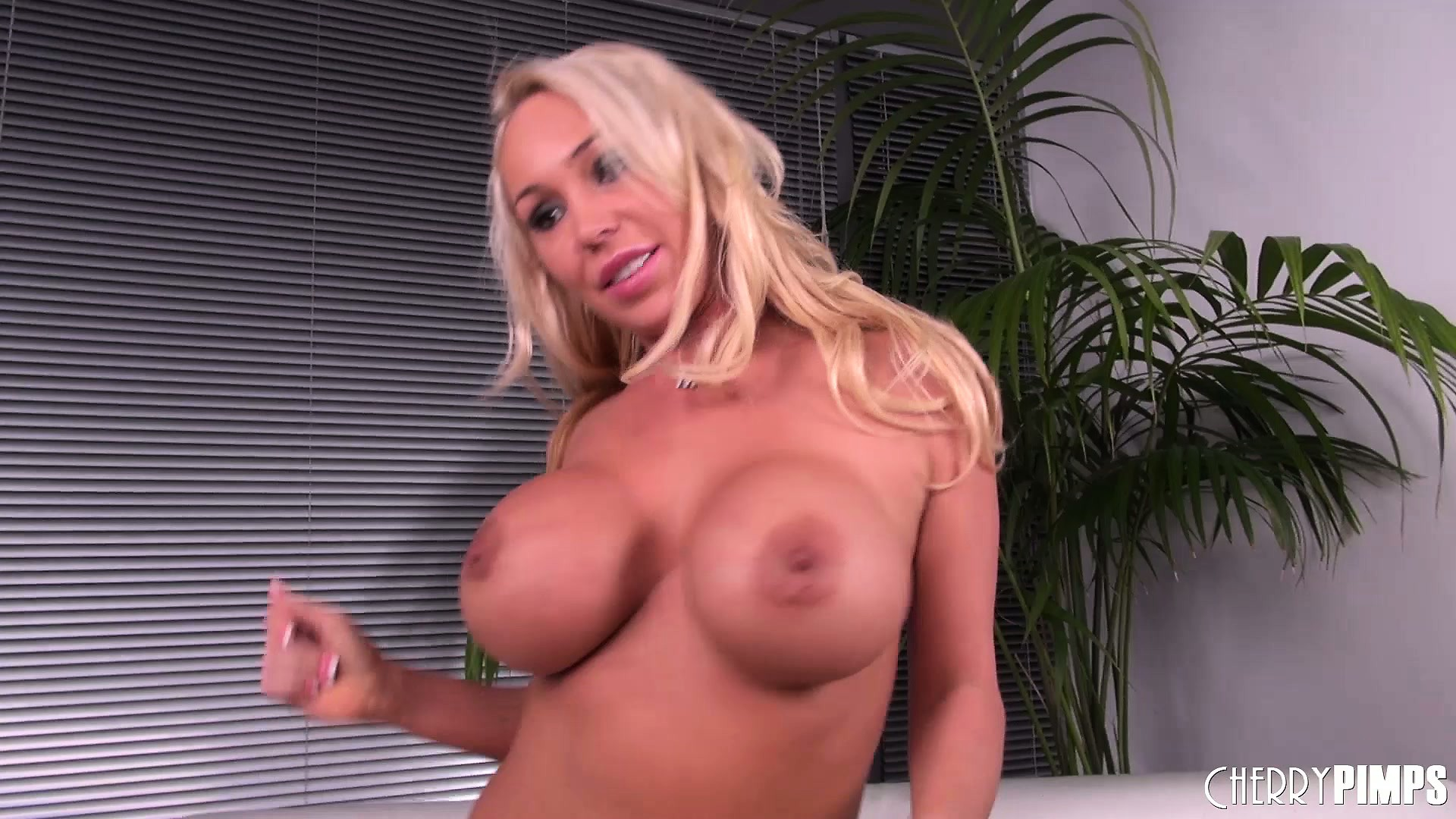 Porno Video of Mary Carey Rubs Her Pussy Lips After She's Done Satisfying Herself