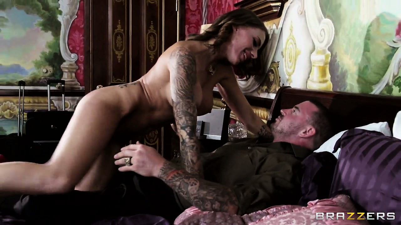 Sex Movie of Horny Bellboy Gets To Spy After Hot Inked Busty Pleasuring Her Fuck Buddy
