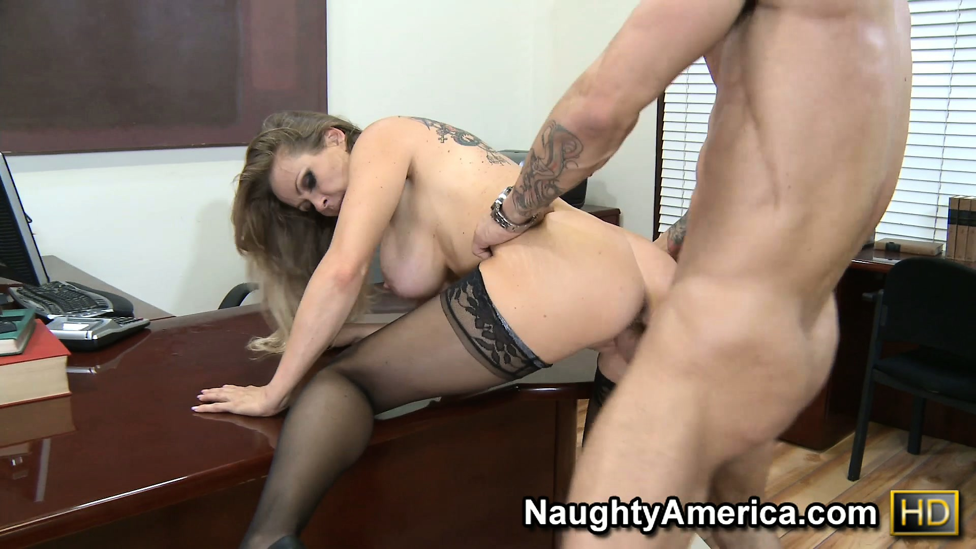 Porno Video of Busty Blonde Babe Dyanna Lauren Slams That Ass Up And Down On His Prick