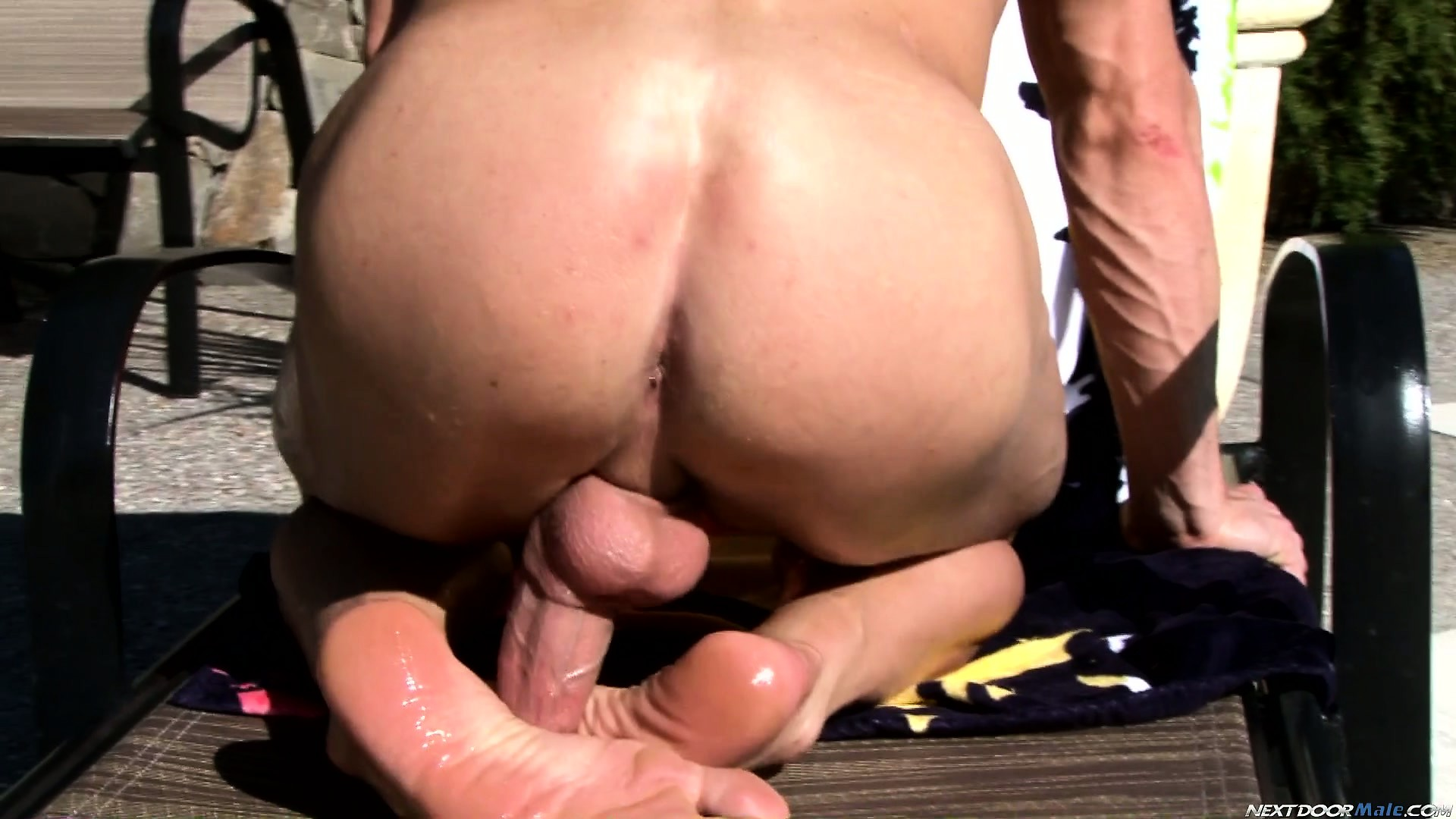 Porno Video of He Starts Jerking His Rod And Sticks It Behind Him For Some Foot Work