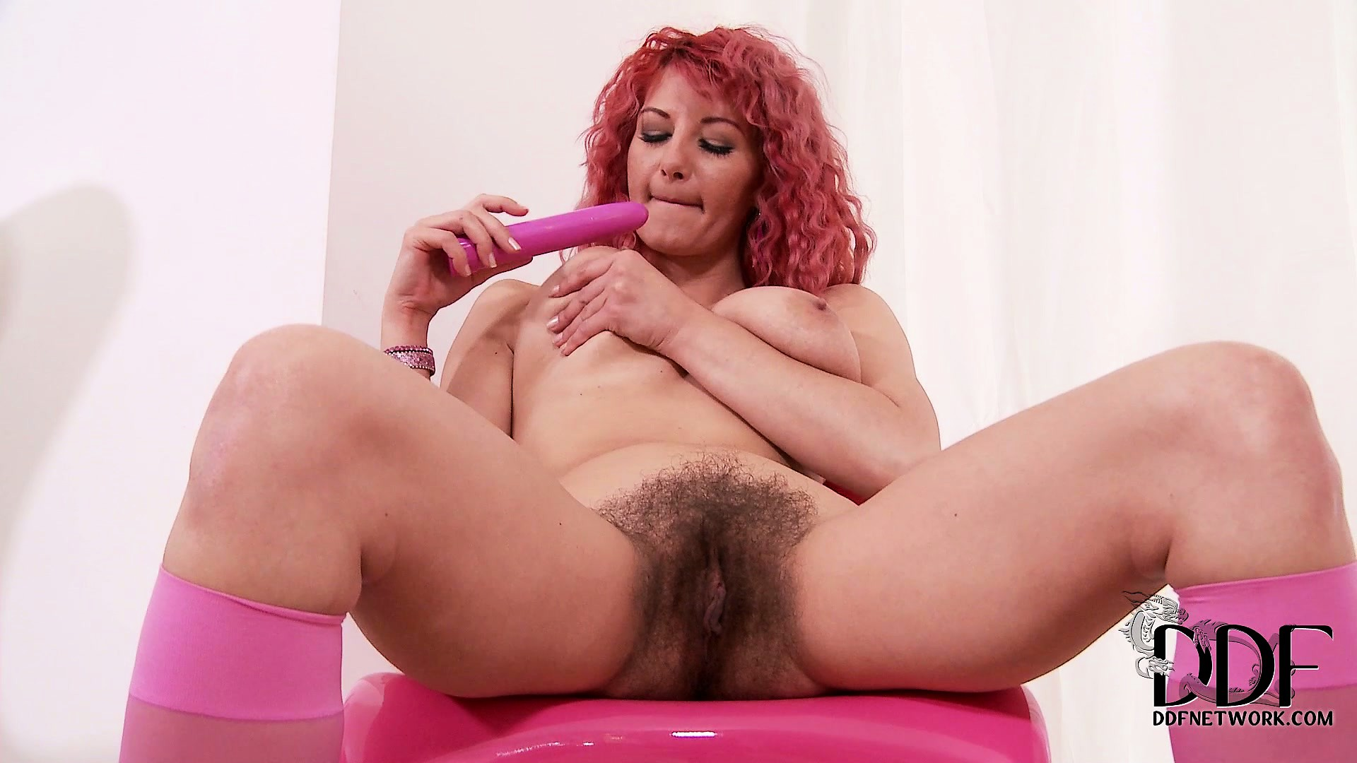Porno Video of The Hot Redhead Looks Good In Pink, Her Natural Pussy Does Too