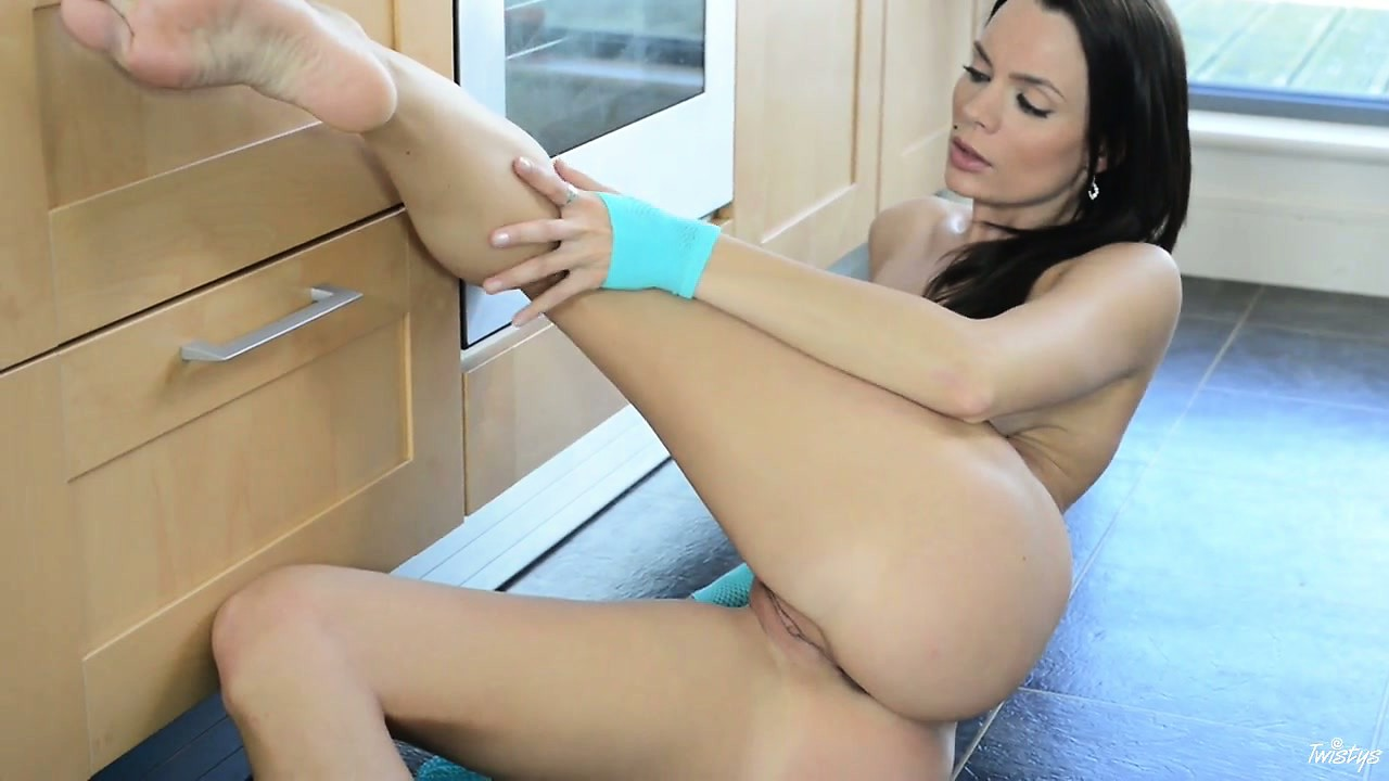 Porno Video of Flexible Vixen Makes Her Hole Wide And Wet In A Bright Kitchen Room