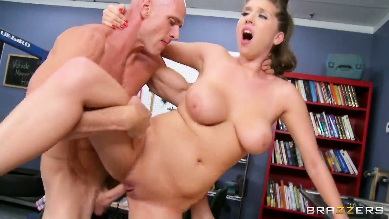 Porno Video of Dreamboat Beauty With Big Tits And Ass Enjoys Starring In Hardcore Porn