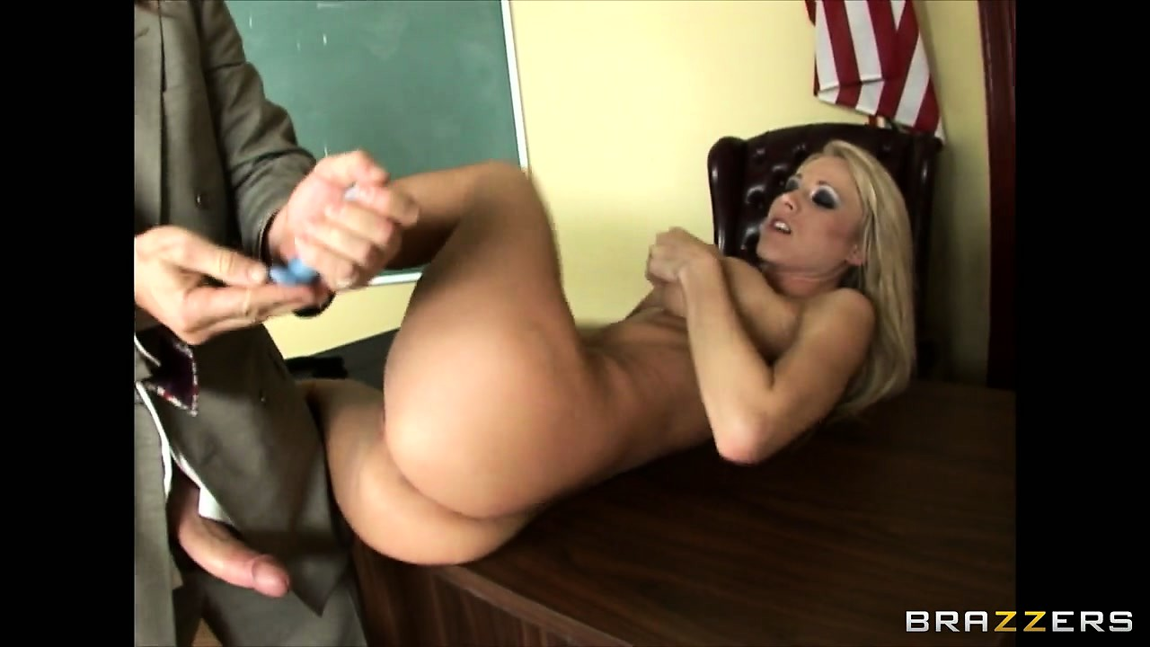 Porno Video of Getting Her Pussy Licked Was The Bonus When It Was Teacher Fucking Time