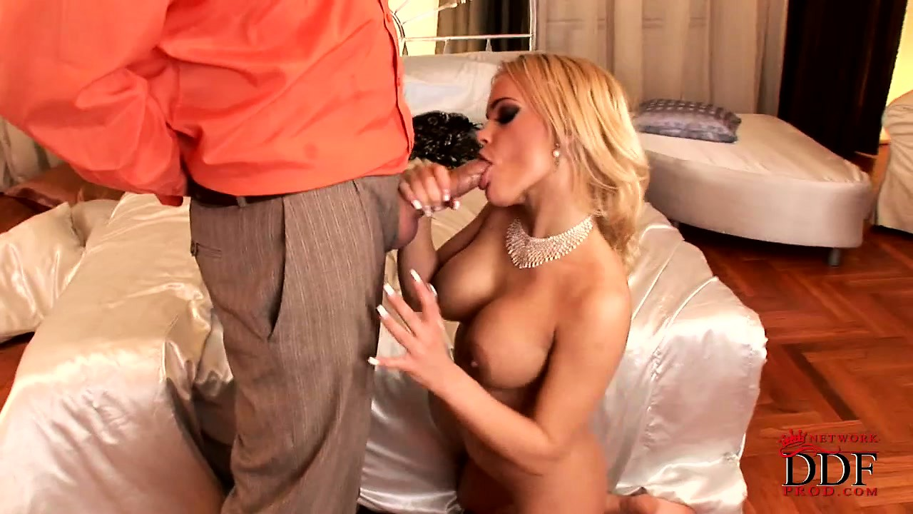 Porno Video of She Loves It When He Pounds Her Mommy Twat And Fills Her Mouth With Cum