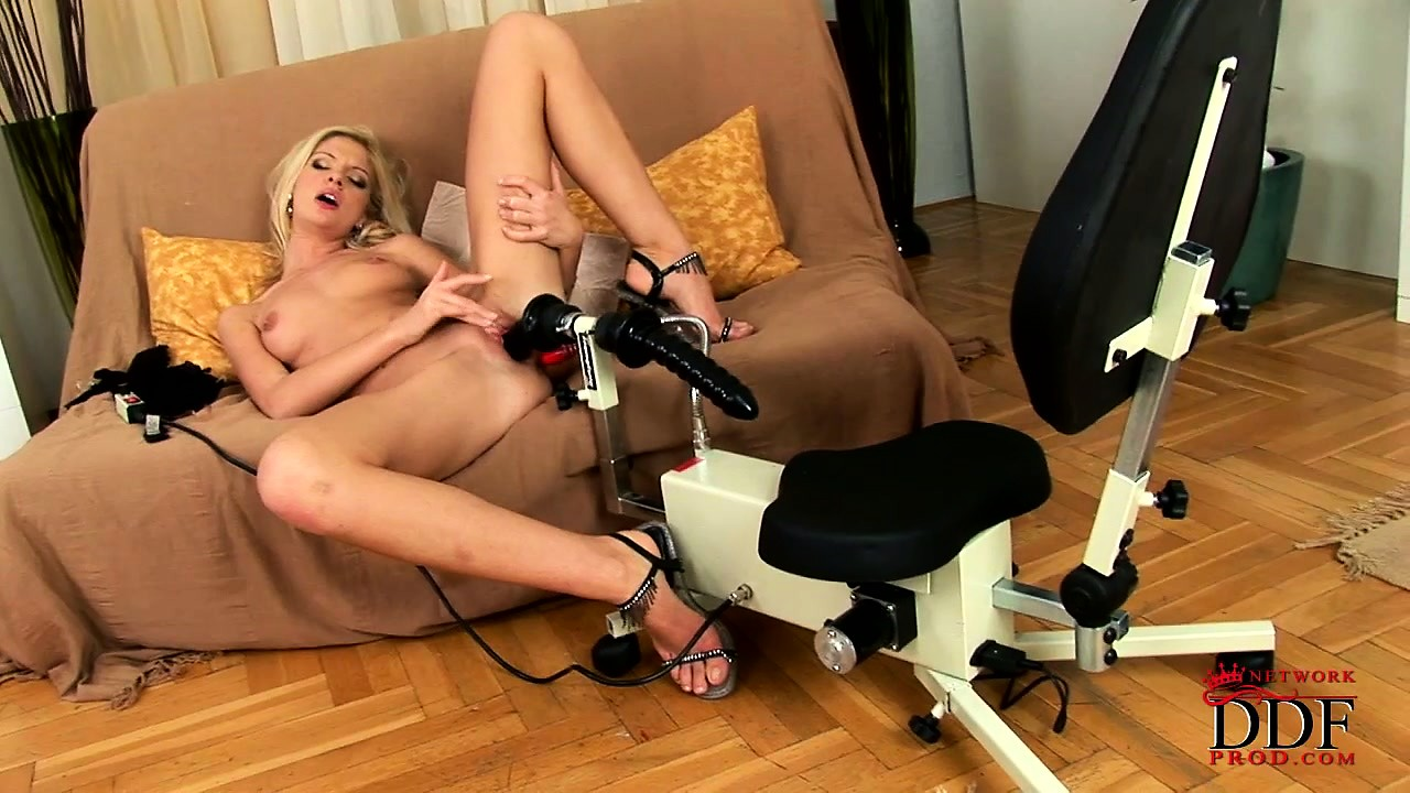 Porno Video of Amorous Innocent Rod Gobbler Rims Her Woolie Burger With A Massive Tool