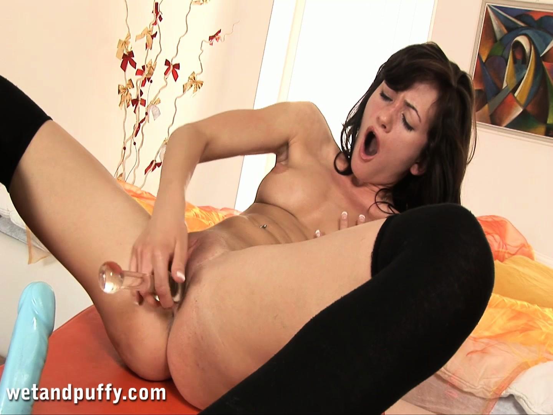 porno-video-masturbatsiya-bryunetki-konchayut
