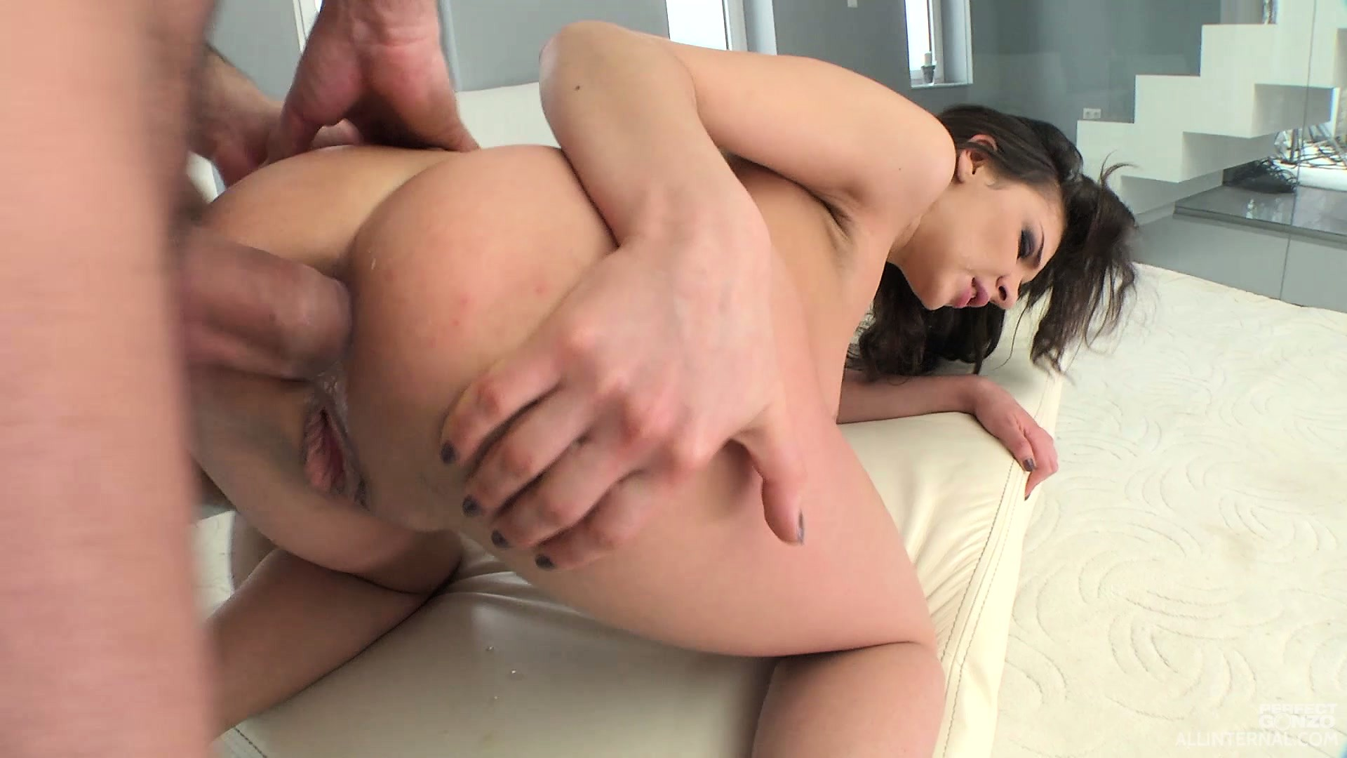 Porno Video of Henessy Loves To Get Her Ass Fucked Doggy Style And To Bounce On That Big Shaft