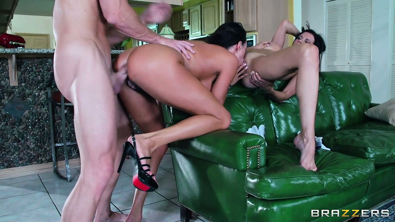 Porno Video of It Ain't Easy To Scare These Two Ravenhead's Off With A Huge Cock