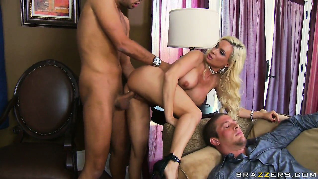 Porn Tube of Spreading Her Luscious Legs, She Allows Him To Lick And Fuck Her Big Cunt