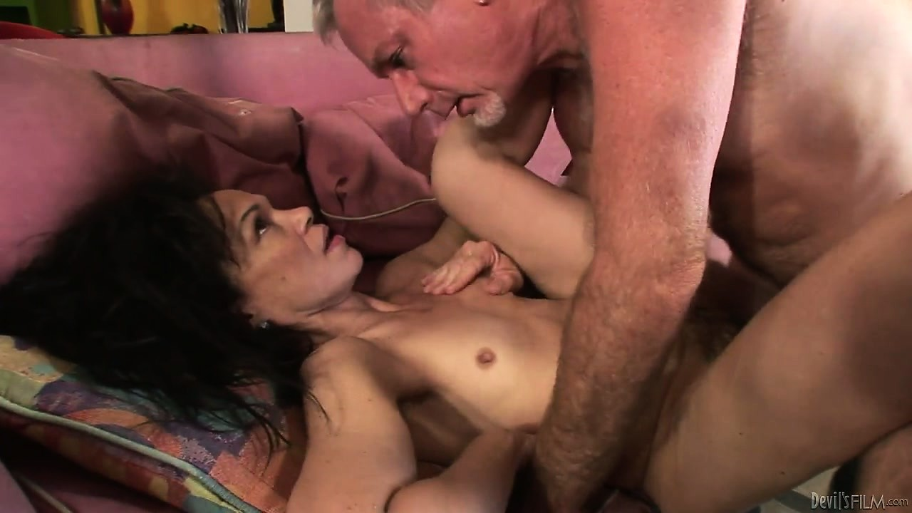 Porno Video of Brunette Granny Gets Wide As She Takes His Man Tool In Her Hairy Garage