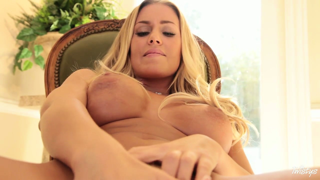 Porno Video of This Petite Blonde Chick Has A Little Waist And A Juicy Pussy