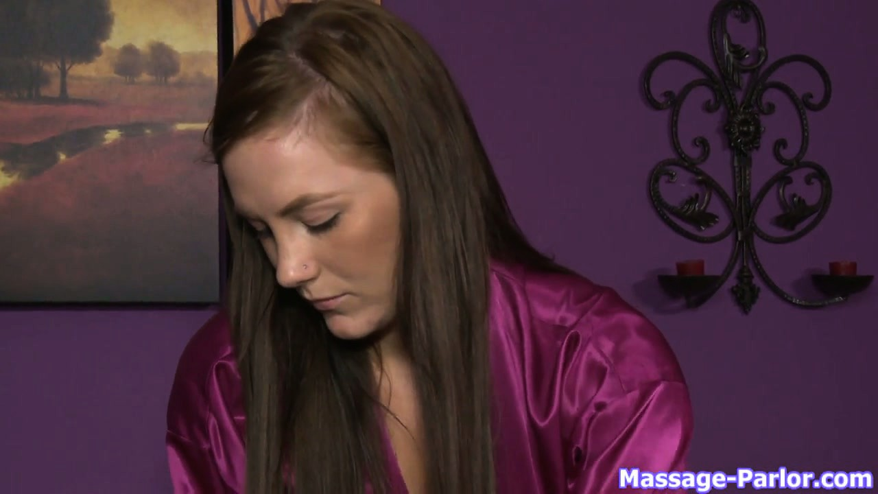 Porno Video of Masseuse Can't Take Her Eyes Off The Boner Bulging Under Client's Towel