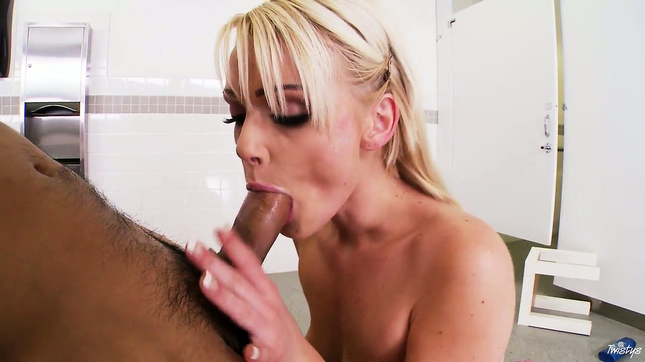 Sex Movie of Blonde In A Restroom Gets On Her Knees To Suck On That Gulley Raker