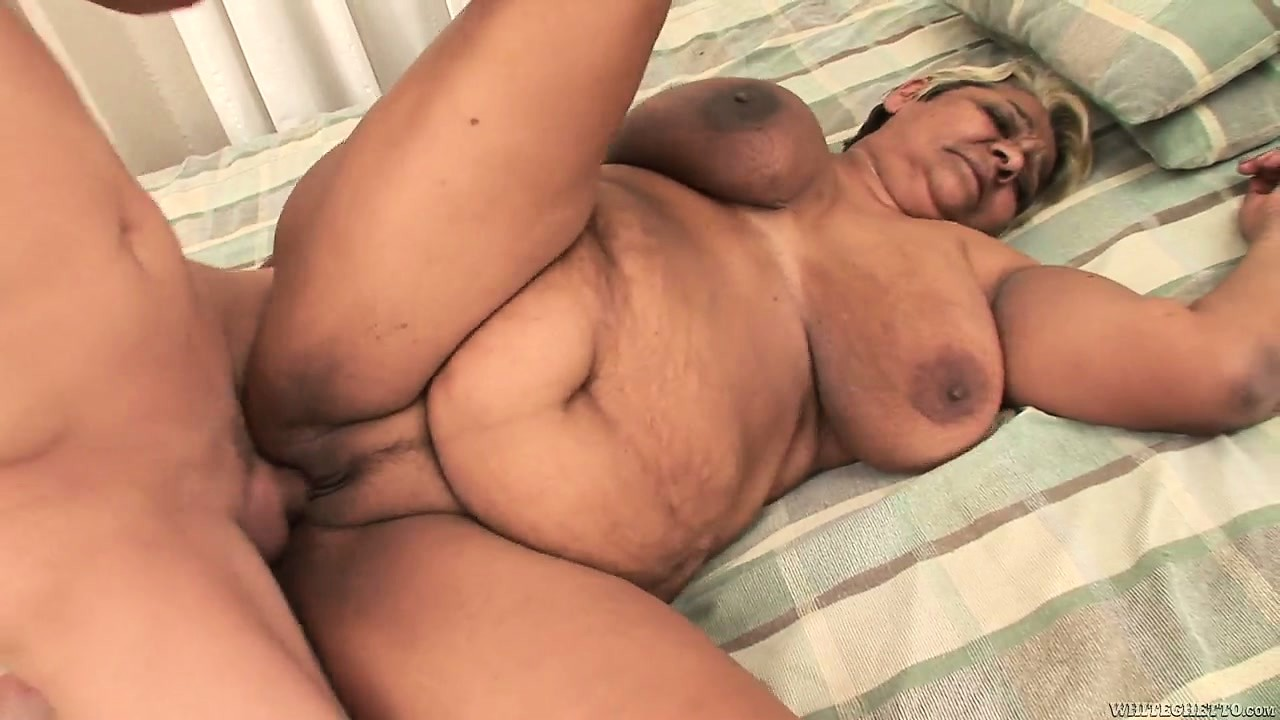 Sex Movie of His Goal Is To Bang Her Chunky Old Cunt And Drop His Load Inside