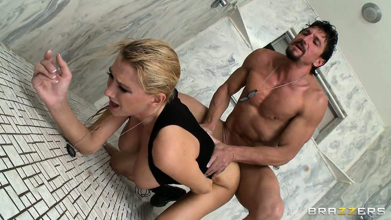 Porno Video of Tight Ass Fucking Action For This Naughty Soldier And His Hot Blonde Sergeant Lady