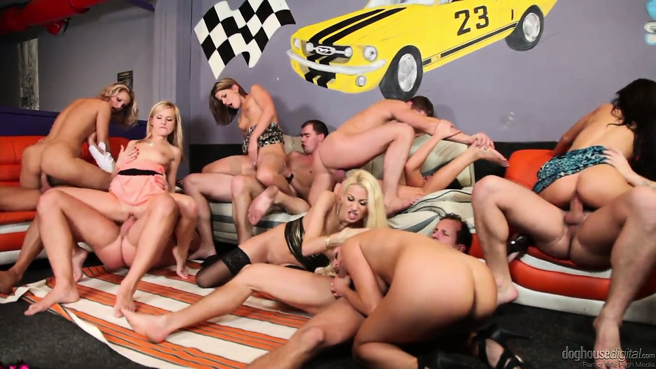 Porn Tube of There Are A Lot Of Deethroating And Anal Sex In This Group Banging