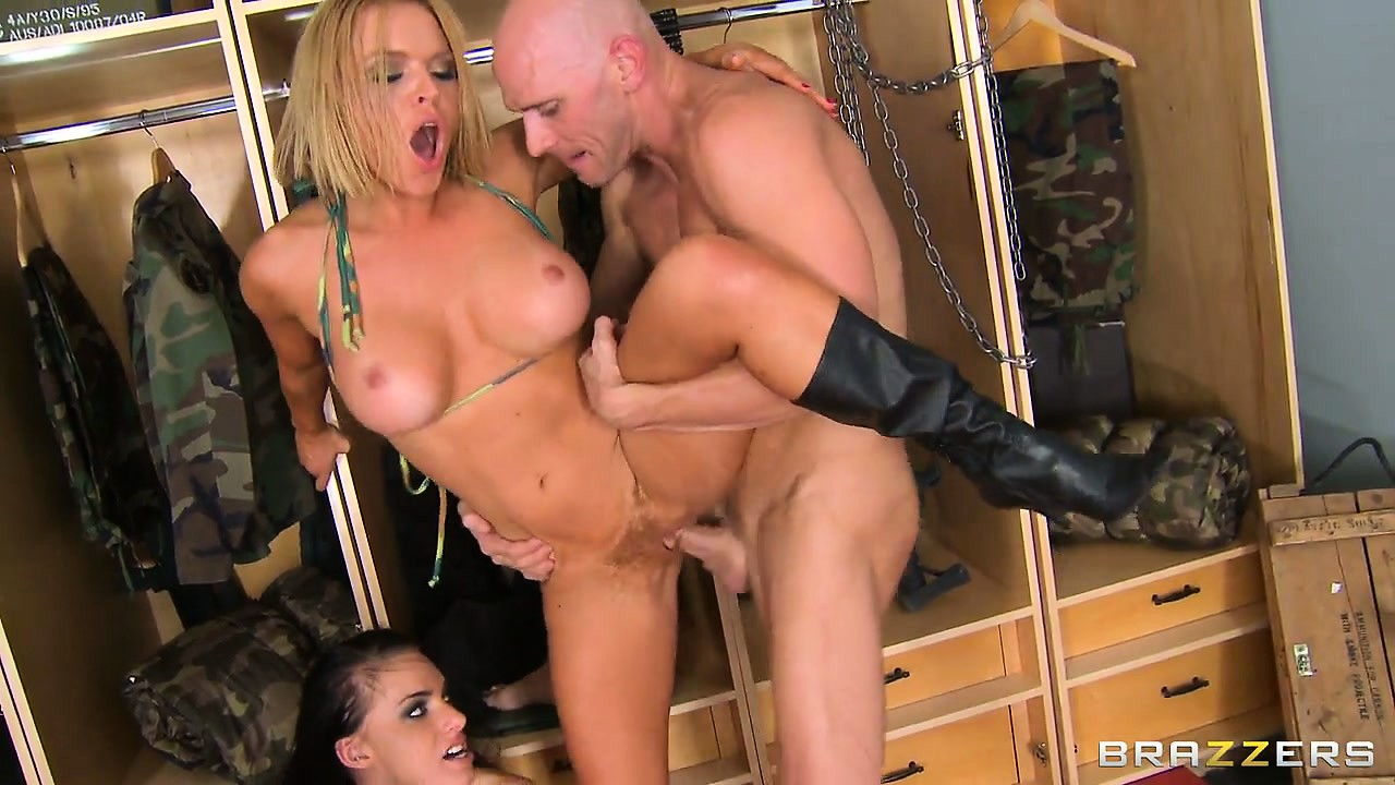 Porno Video of Two Hot Army Babes Get Blasted In The Face With A Load Of Spunk