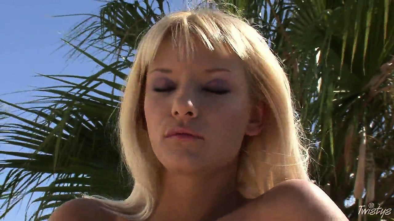 Porno Video of This Blonde Babe Can't Resist The Urge To Expose Herself Outdoors