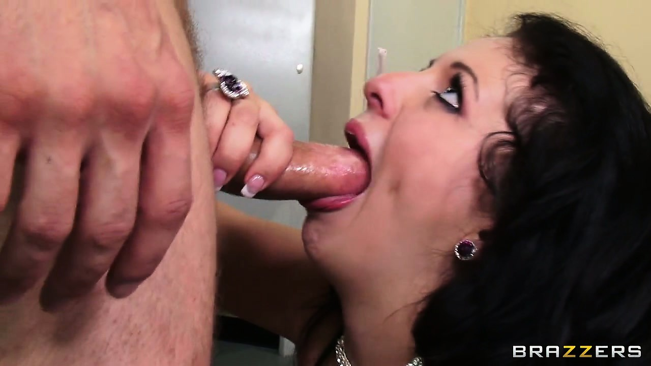 Porno Video of Madelyn Monroe Fucked Hard And Deep In Her Tight Pussy In A Hot Hardcore Porno
