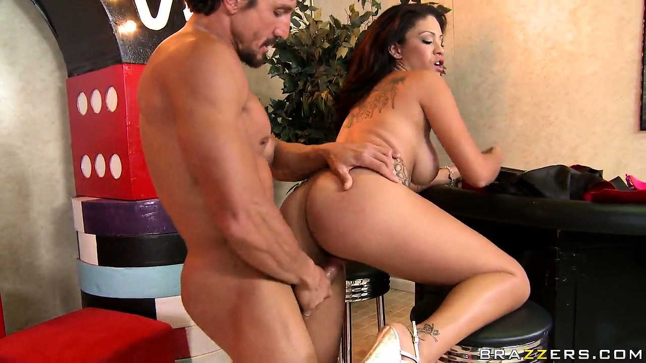 Porn Tube of Sweet Young Brunette Slut Jamie Valentine Fucked By Tommy Gunn