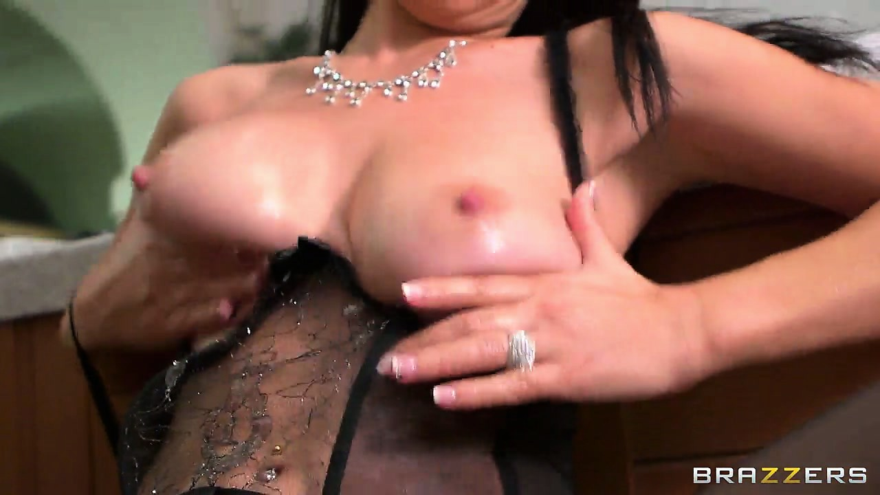 Sex Movie of French Babe With A Round Ass Plays With Her Cunt And Fingers Her Ass