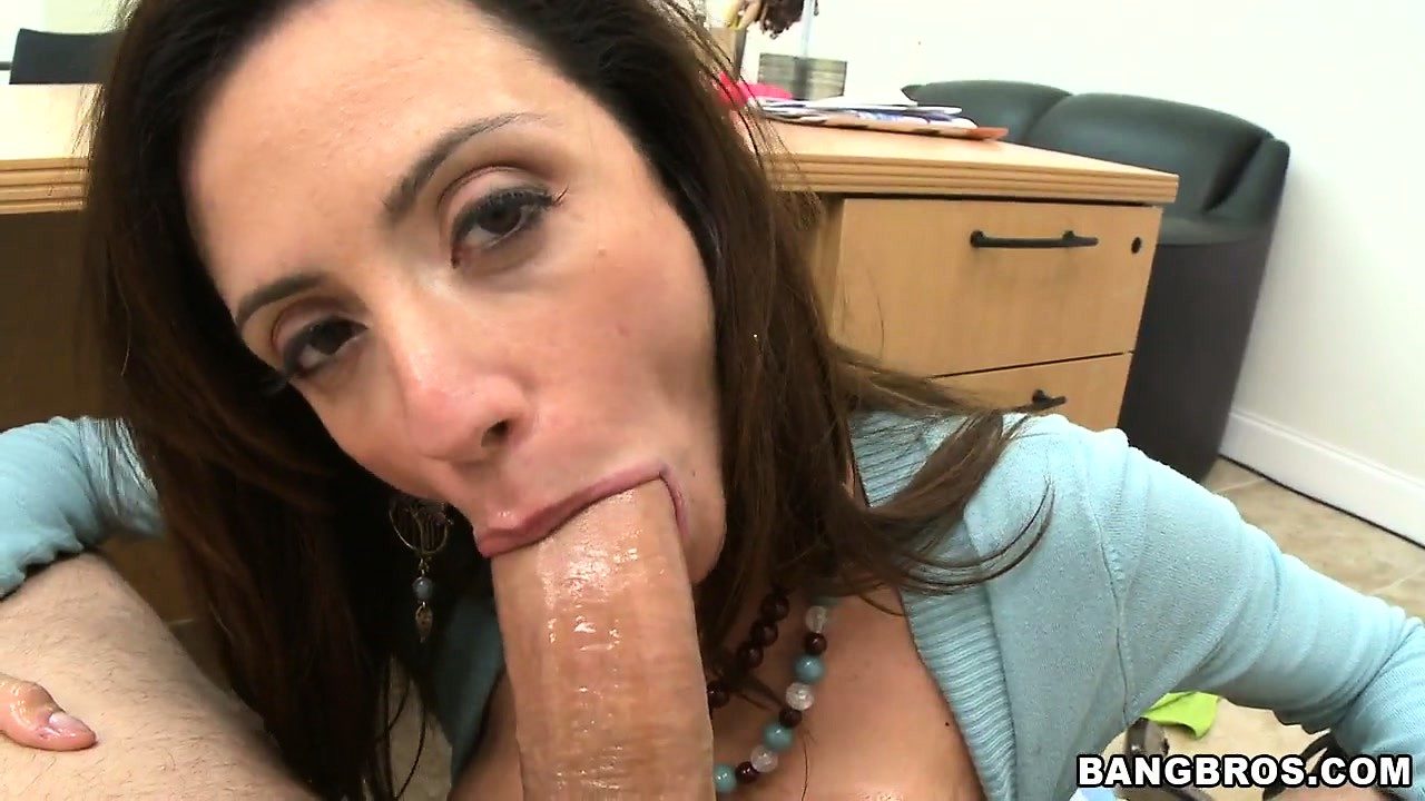 Porno Video of Ariella Ferrera's Snatch Is The Favotite Treat For The Sex-craving Beaver-cleaver