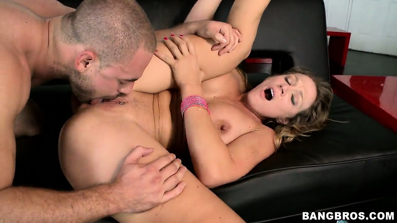 Porn Tube of Chunky Babe With A Massive Ass And Tits Rubs Her Clit To Cum