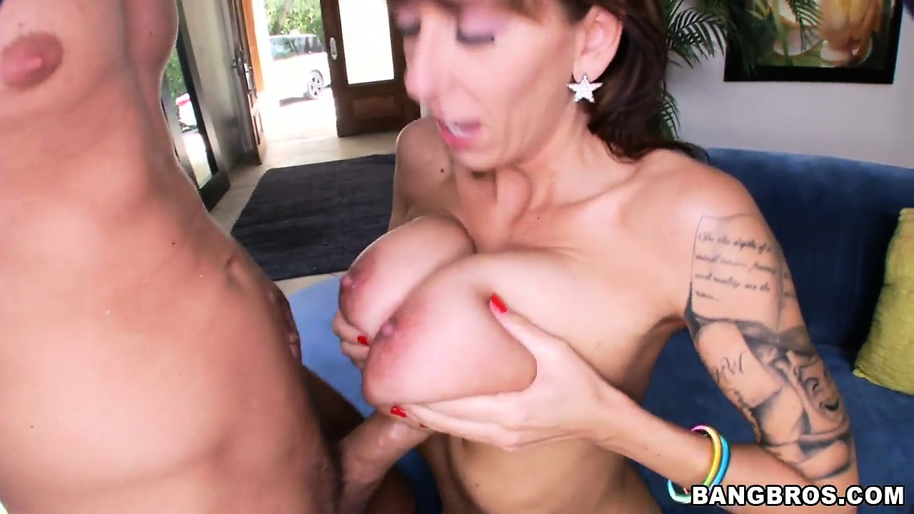 Porno Video of Gorgeous Lady With Big Natural Tits And Striking Blue Eyes Is Eager To Satisfy Her Needs