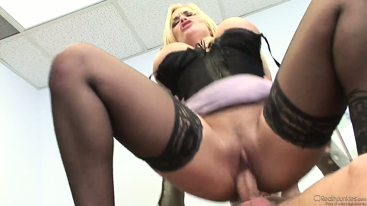 Porno Video of Office Whore In Stockings Seduces Her Co-worker And Finally Fucks Him