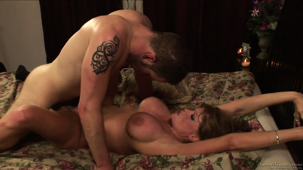 Porno Video of Busty Brunette Cougar With Shaved Snatch Is Getting It Hammered