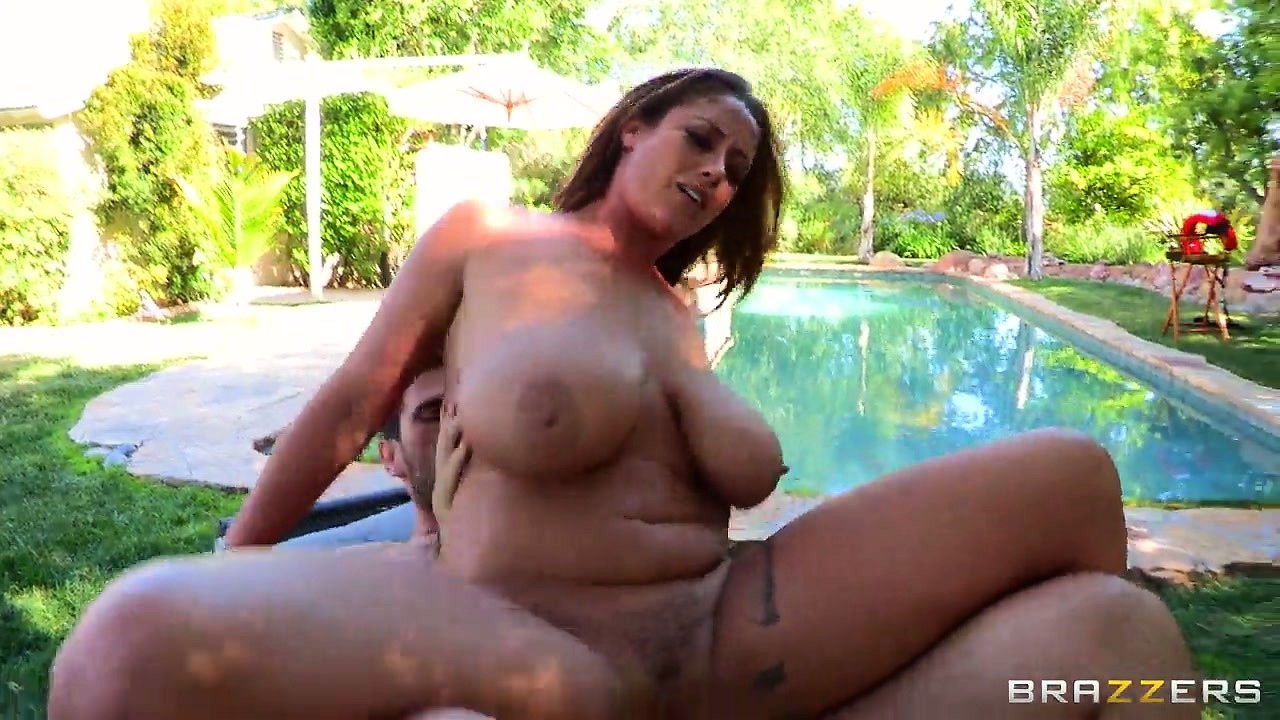 Porno Video of Them Big Tits Are Flapping As He Pounds Her Or She Titty Fucks