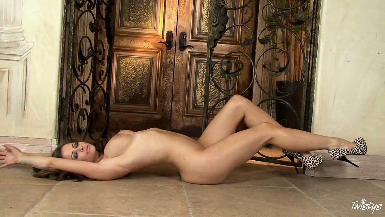 Perfect body hooker: image sania sexy