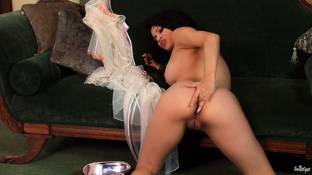 Porno Video of Wild Bitch Vanessa Continues To Feed Her Cunt With The Long Fingers