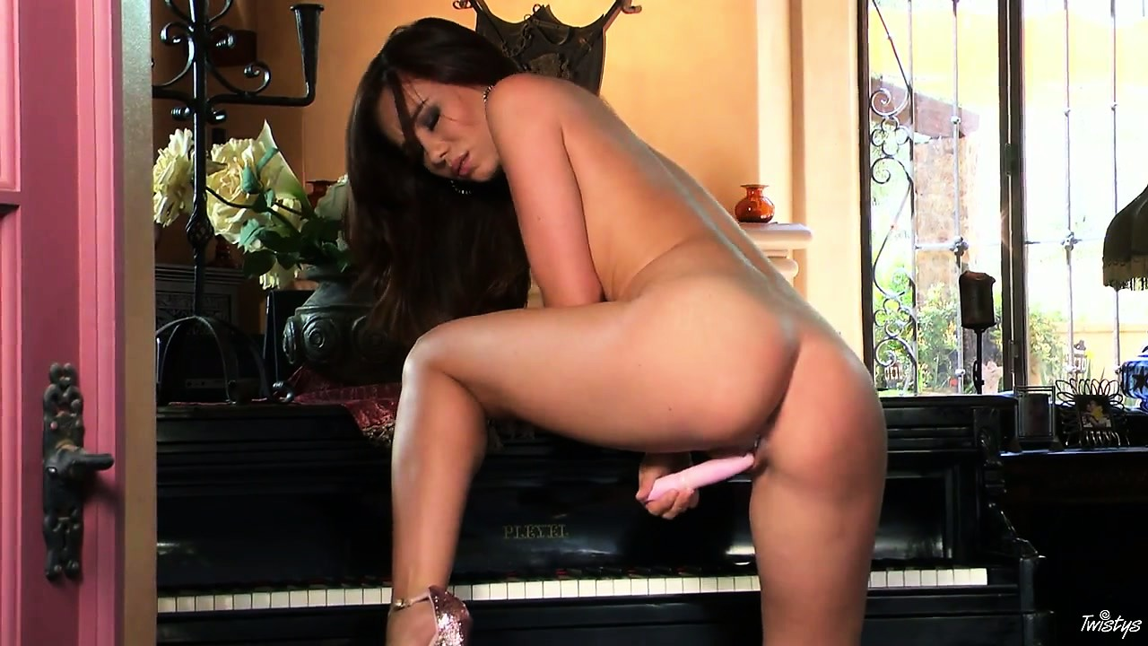 Porn Tube of Teen Brunette Played Piano And Then Played Dildo In Her Wet Fur Box