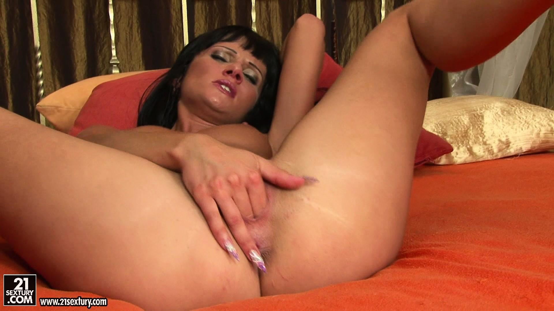 Porn Tube of Freaky Brunette Bimbo Fingers Her Cunt While Spreading It Open